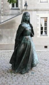 """La """"petite Brette"""" devant le château des Ducs de Bretagne à Nantes..."""