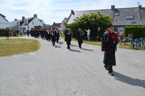 La troupe bretvine arrive, en défilé, sur le lieu des opérations du chapitre...