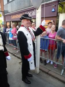 Claude Nicol dévoile le drapeau français à Stradford...