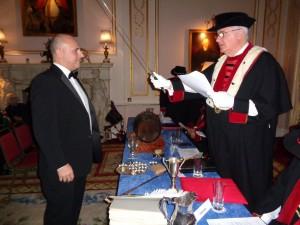 Un nouveau chevalier au bailliage de Grande-Bretagne...