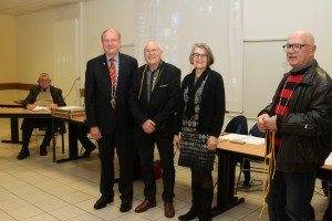 Jean-Luc Loizeau entouré par madame Chapeau, maire de Haute-Goulaine et notre Grand Maître